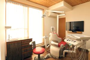 どこか懐かしい日本家屋の雰囲気漂う 「数寄屋風造り」の医院です
