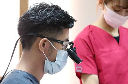 歯科医だけでなく歯科衛生士も 医療用拡大鏡を使用しております
